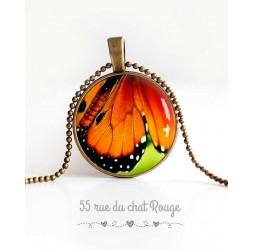 Collier pendentif cabochon, aile de papillon, vert, orange et noir, bijoux pour femme