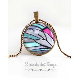Collier pendentif cabochon, aile de papillon, bleu ciel, gris et fushia, bijoux pour femme