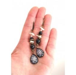 Boucles d'oreilles, pendantes, cabochon gouttes, obsidienne noir, nacre, bronze, artisanat