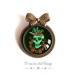 Pin cap, skull, gothic spirit, red and black green, bronze