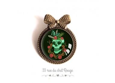 Pin cap, skull, gothic spirit, red and black green, bronze