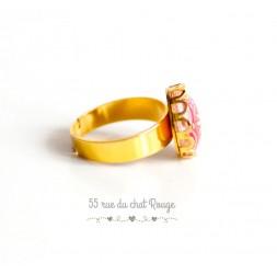 cabujón anillo de forma redonda, arabescos de color rojo y rosa, Paisley, acabado dorado