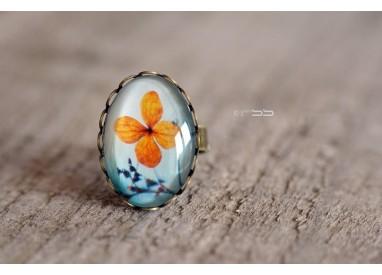 Bague Cabochon ovale Petite fleur orange