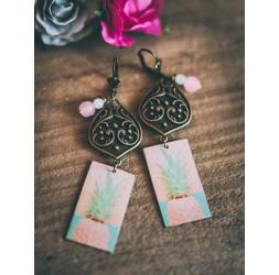 Boucles d'oreilles, pendantes, fantaisie, Ananas rose, bleu tendre, bronze