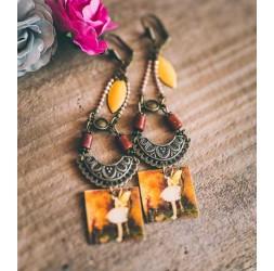 Boucles d'oreilles, pendantes, fantaisie, petite fée, tons marrons, ambre, jaune, bronze