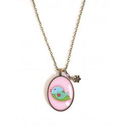 Collana lunga 70 cm, pendente cabochon 30x40, piccolo uccello, rosa e verde, bronzo