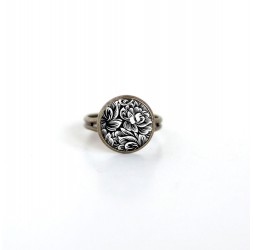 Small cabochon ring 12mm, Floral illustration, black and white, bronze