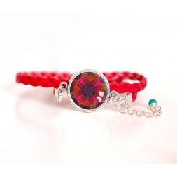 Bracelet femme, cordon rouge, cabochon mandala rouge et fushia