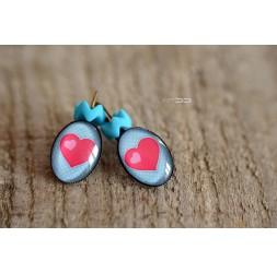 Boucles d'oreilles dormeuses cabochon Petit cœur rouge, bleu pastel