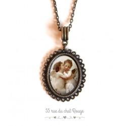 Collier pendentif cabochon Angelot, style baroque