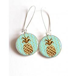 Orecchini, ananas d'oro, resina epossidica blu pastello cabochon