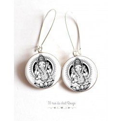 Pendientes, dios hindú Ganesh, blanco y negro, resina epoxi cabujón