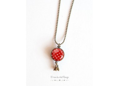Long necklace, pendant dual cabochon little hearts red background, bronze