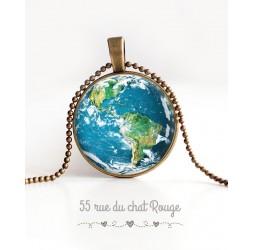 Collier pendentif cabochon, Planète terre, la planète bleue, bronze