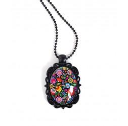 Schwarz-hängende Halskette, ovaler Cabochon, blumig, ruesse Folklore, bunt, schwarz