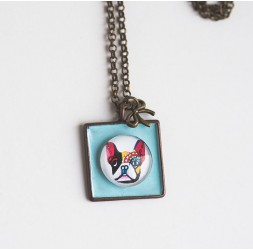 Breve collana, pendente cane cabochon Carlin, pastello blu, bronzo