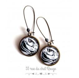 Boucles d'oreilles, Rose en noir et blanc, bronze