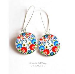 Boucles d'oreilles, inspiration folklore russe, rouge et bleu, fleuri, cabochon résine époxy